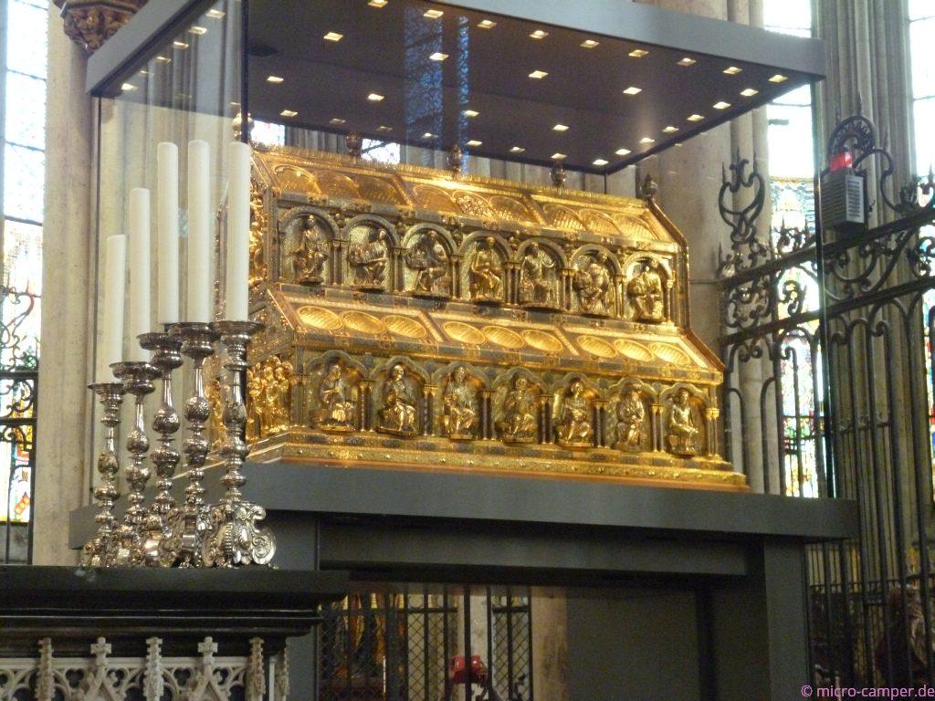 der Dreikönigsschrein; nur wegen dieser Reliquien gibt es den Dom