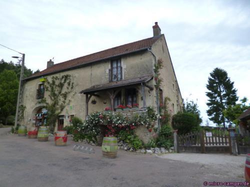 """Das Haus der Familie Olivier, links unten das Lädchen """"Fruirouge"""""""