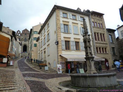 Le Puy hat ein hübsches Stadtbild