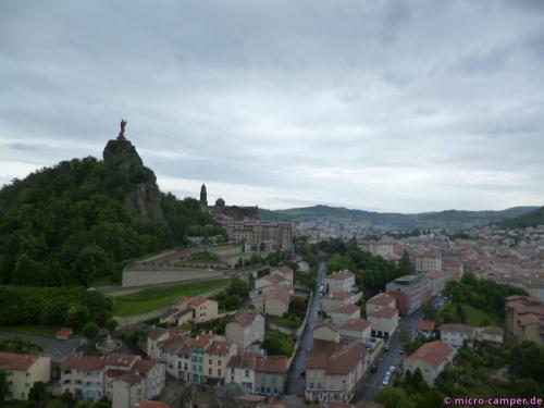 Auf einer weiteren Felsnadel: die Notre-Dame-de-France