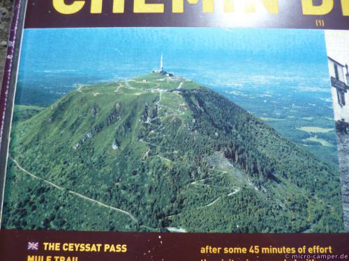 Der Maultierpfad geht im Zickzack die südliche Flanke des Berges hinauf