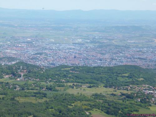 Clermont-Ferrand von oben, die Kathedrale sticht heraus