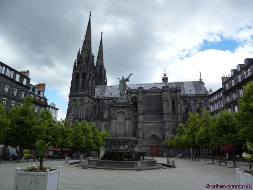 Die Kathedrale Notre-Dame de l'Assomption - die kleine Schwester des Kölner Doms ;-)