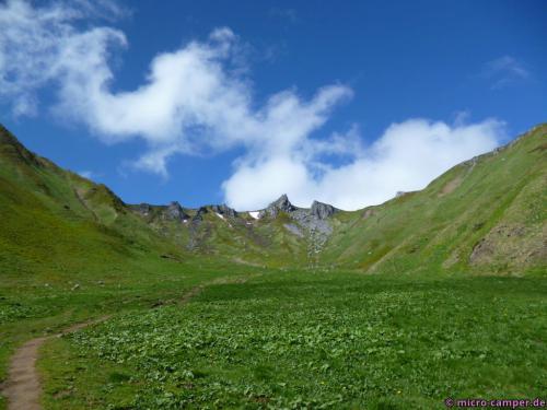 Zunächst gemächlich durch das Val de Courre