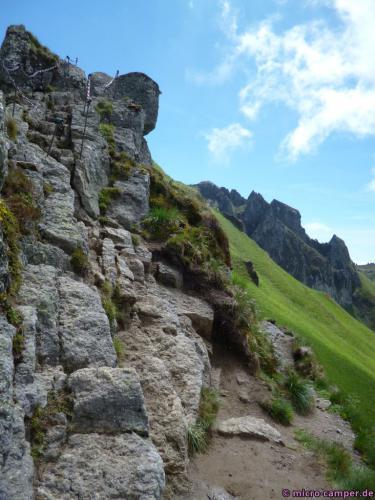 Eine schöne Kletterpassage mit Ketten zum Festhalten