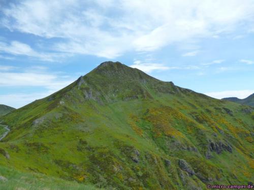 Der Puy Mary in seiner ganzen Pracht, der Aufstieg erfolgt über den Grat vorne links