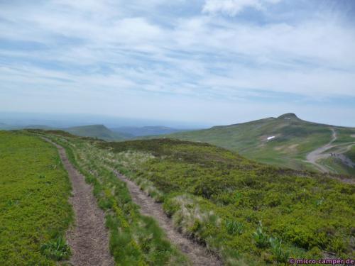 Rechts ist der Gipfel des Plomb du Cantal