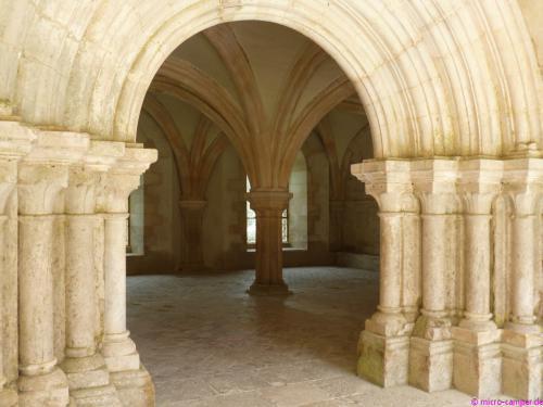 Blick vom Kreuzgang in den Kapitelsaal