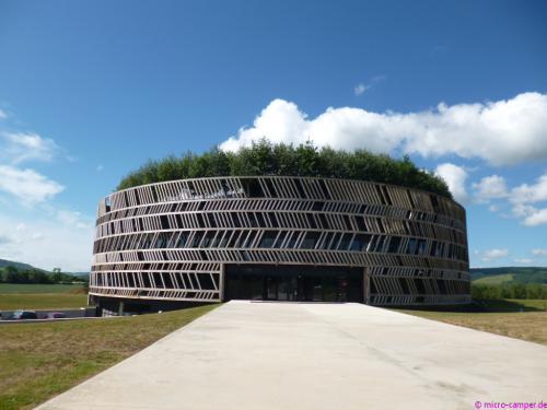 Das beeindruckende Museumsgebäude bei Alise-Sainte-Reine