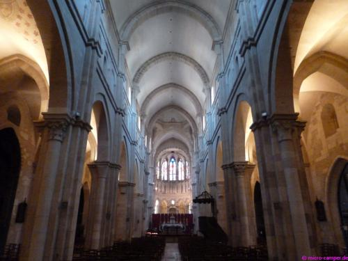 Hübsche romanische Stiftskirche