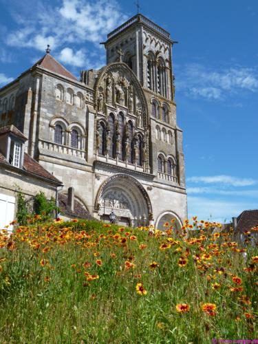 Westfassade der Abteikirche Ste-Marie-Madeleine