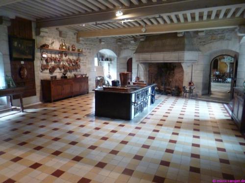 Die riesige Küche des Schlosses
