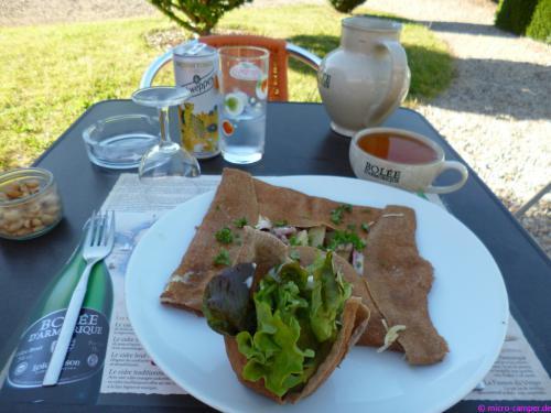 Landestypisches Essen Nr. 4: Galette (herzhaft gefüllter Buchweizencrêpe) und dazu Cidre