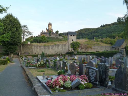 Friedhof, Stadtmauer und Reichsburg