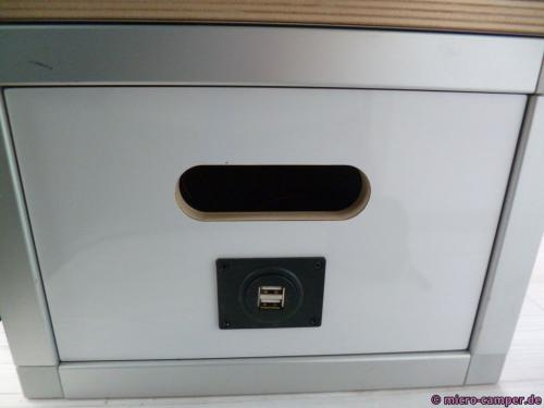 Doppel-USB-Stecker am Elekromodul seitlich