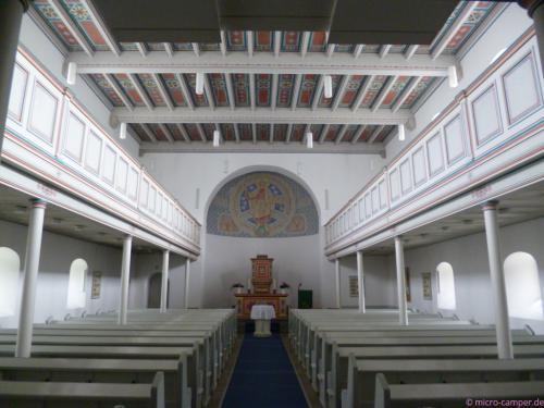 die evangelische Kirche in klassizistischem Stil