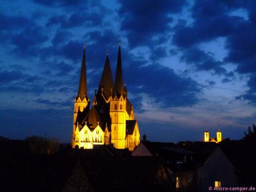 Die Marienkirche am Abend vom oberen Ende der Altstadt aus