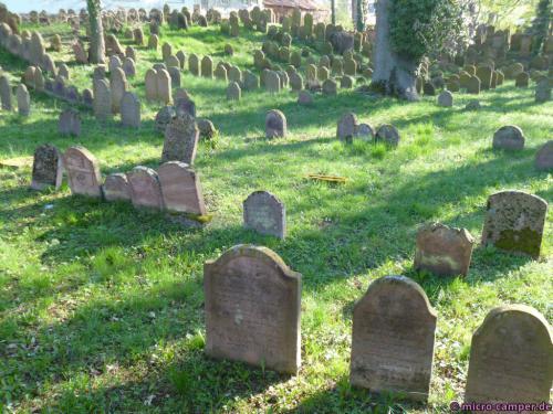 Der jüdische Friedhof, die ältesten Steine stammen aus dem 15. Jahrhundert