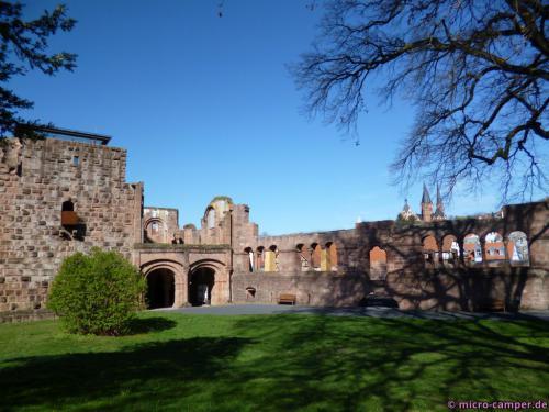 Die Kaiserpfalz von Gelnhausen, Torbau und eine Wand des Palas sind erhalten