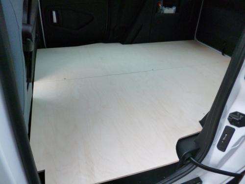 Bodenplatte roh, von der Schiebetür (Fahrerseite) aus
