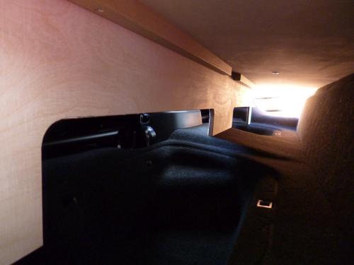 """Der """"Keller"""" im Fußraum der 2. Sitzreihe"""