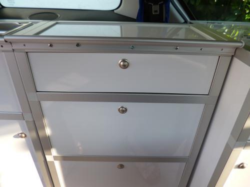 Fertig installierte Schublade