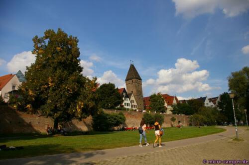 Außerhalb der Stadtmauer an der Donau
