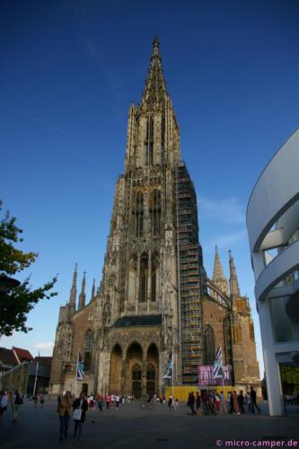 Der Turm beherrscht den Münsterplatz