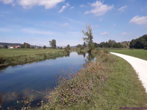 Auf dem Fluss sind später auch einge Kanuten und Kajaks unterwegs