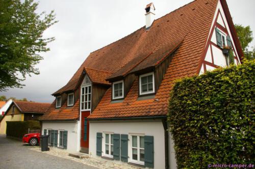 Haus abgesackt oder Straße höher gelegt?