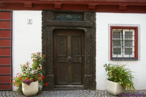 Eine schöne Tür braucht nur wenig Deko