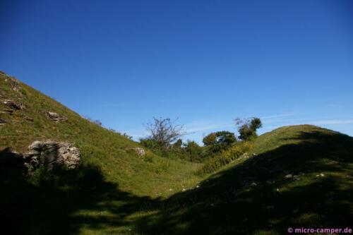 Unschwer erkennbar, der Graben und der Wall