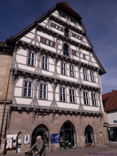 Eines von vielen Fachwerkhäuser der hübschen kleinen Stadt