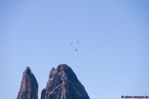 Paraglider über der Schlernspitze