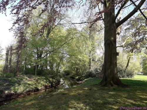 Der Park ist ein englischer Landschaftsgarten, alles sieht natürlich aus, ist aber minutiös geplant
